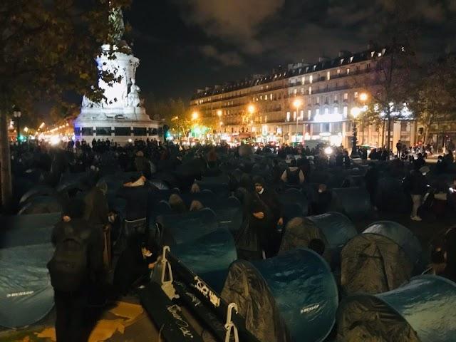 Elfoglalták Párizs belvárosát a Nemzeti Stadion mellől kilakoltatott migránsok – Videó