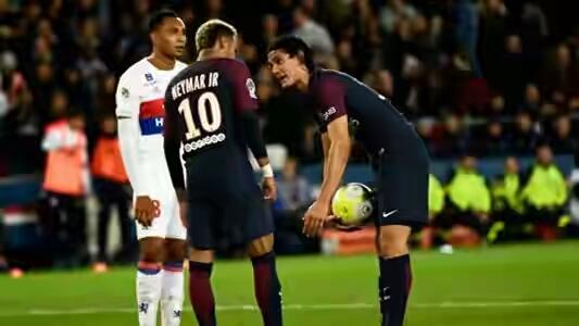 PSG coach, Emery speaks on penalty fight between Cavani, Neymar