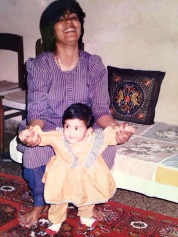 Rhea Chakraborty Biography - Hindi | Life Style, Career, Controversy, Boyfriends & Family