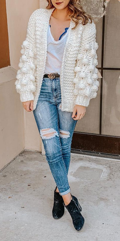 Looking for casual winter outfits? Consider these 23 Fabulous Winter Outfits To Get You Through The Season with Style. Fashion for Women via higiggle.com | winter outfits with jeans, cardigan | #winter #fashion #jeans #cardigan