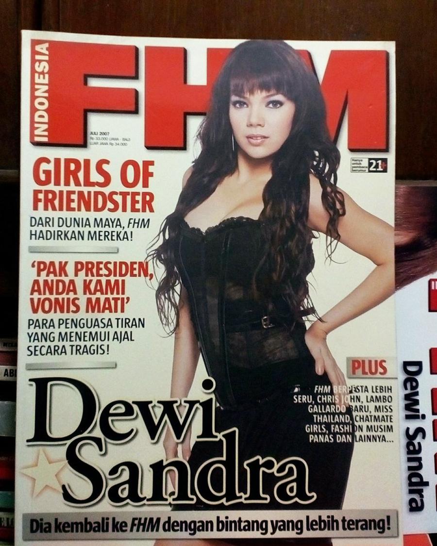 Dewi Sandra Seksi dan Lingerie Hot di Majalah Pria dewasa