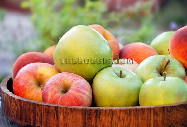 Apple fruit benefits for health and beauty