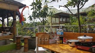 Peralatan dapur dan persediaan kopi di ARK Corner