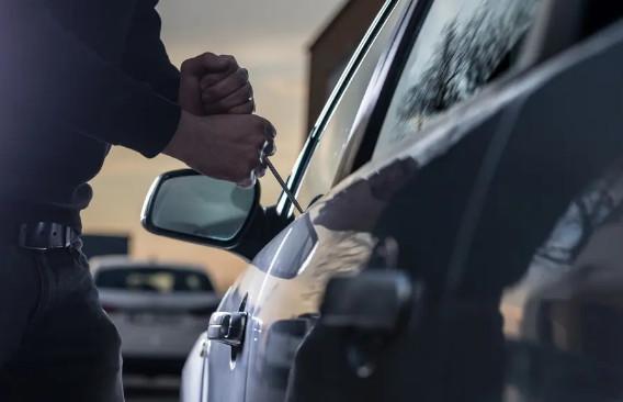 تفكيك عصابة اجرامية متخصصة في السرقة من داخل السيارات بمراكش