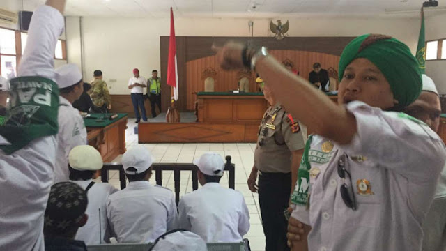 "Sidang Praperadilan SP3 Habib Rizieq Berakhir dengan Teriakan ""Busuk"""