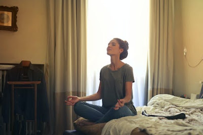 How to look Presentable at Home   How to look beautiful even at home during quarantine   Concentrate on meditation