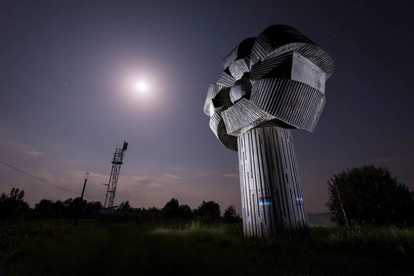 The Gligino Brdo Monument in Bosnia is 10 meters high and resembles a flower in shape, but vandalism and graffiti are visible on the outside below.