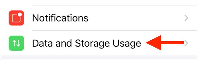 اضغط على استخدام البيانات والتخزين على iPhone