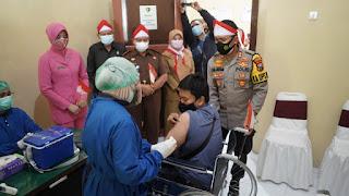 Door to Door, Polisi Jemput Penyandang Disabilitas Untuk Vaksinasi Covid-19