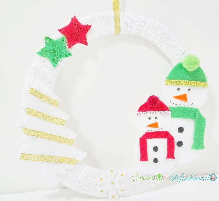 Cómo-hacer-una-corona-navideña-con-muñecos-de-nieve-creandoyfofucheando