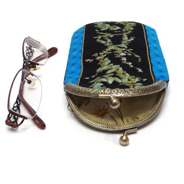 Мягкий чехол для очков - подарок учительнице или женщине коллеге. Ручная работа, почтовая или курьерская доставка