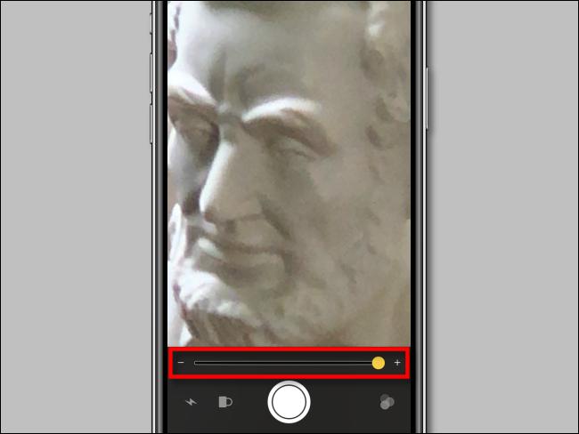 استخدام منزلق التكبير في المكبر على iPhone