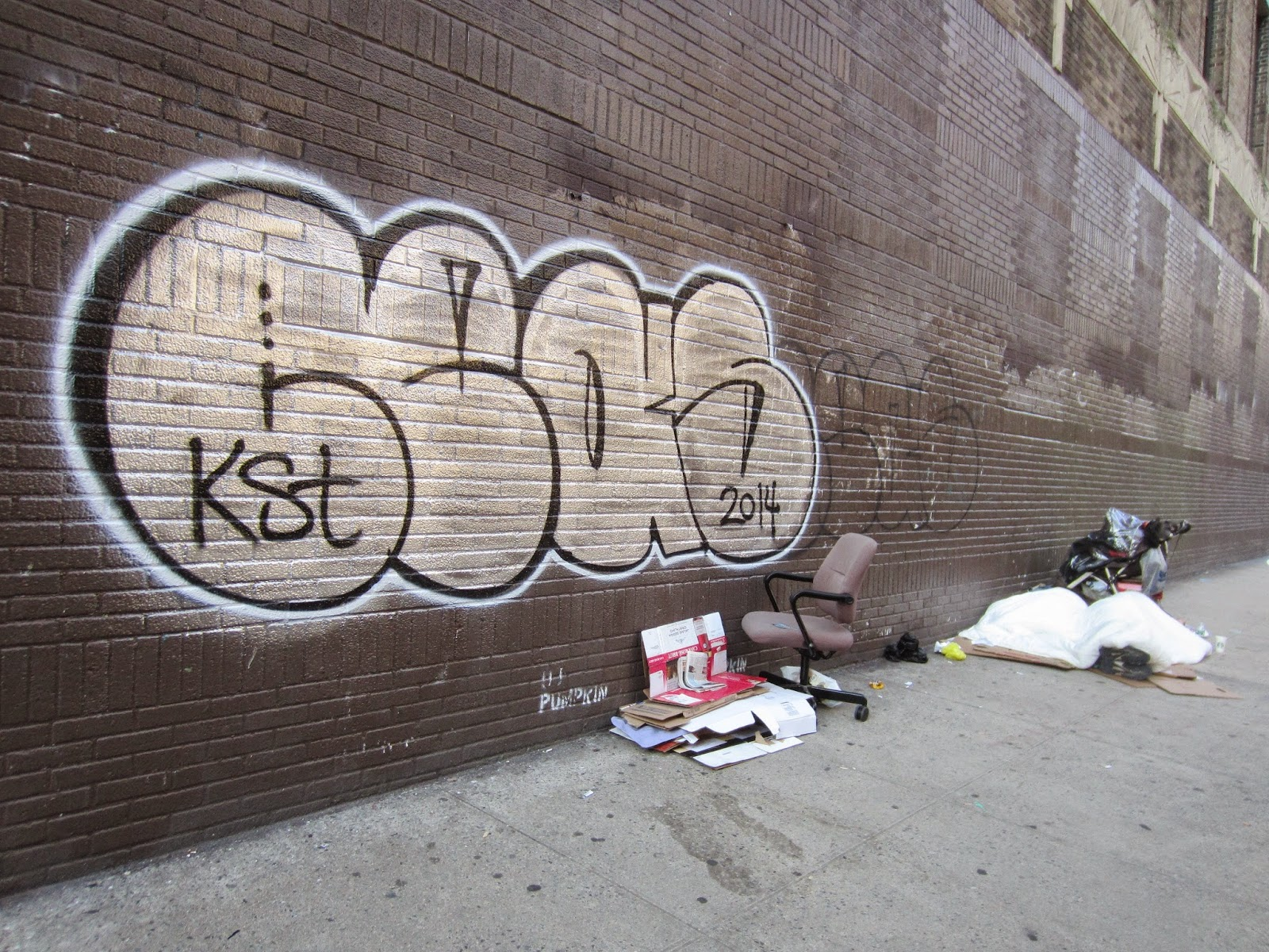 Ev Grieve 1st Tag Returns To Verizon S Freshly Painted Brown Wall