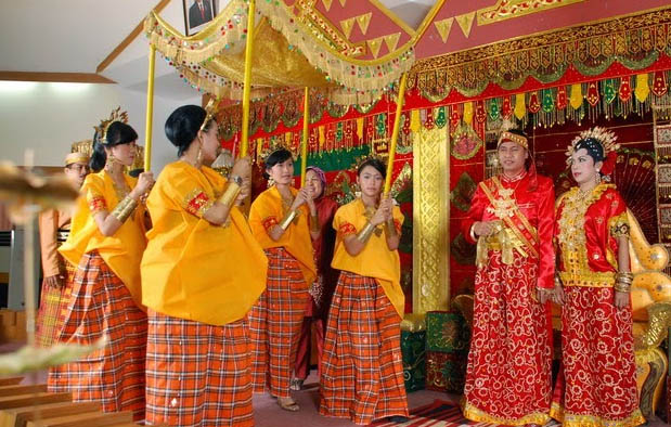Pakaian Adat Sulawesi Selatan Kartun