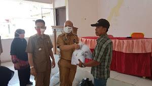 Disperindag Kabupaten OI Berkerja Sama Dengan UMKM Kecamatan Kandis Distribusikan Bahan Baku Pembuatan Masker