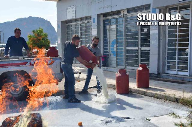 Διαμαρτυρία αγροτοκτηνοτρόφων για το γάλα στην Αργολίδα - Έκαψαν άχυρα και έχυσαν γάλα (βίντεο)