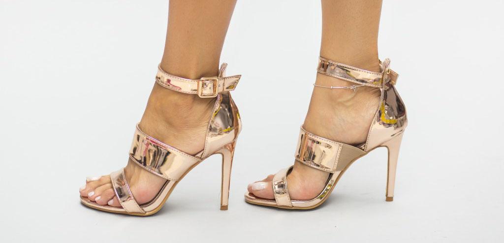 Modele noi de sandale aurii cu toc inalt sau gros ideale pentru tinute de zi si de ocazii ce se poarta in vara lui 2017. Cel mai mic pret online
