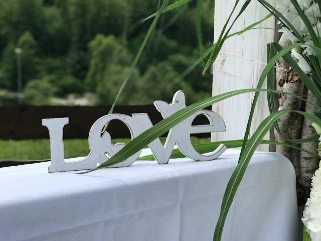 LOVE, Sommerhochzeit in den Bergen von Garmisch-Partenkirchen, Riessersee Hotel ihr Hochzeitshotel in Bayern, Apfelgrün und Weiß, Hochzeitsplanerin Uschi Glas