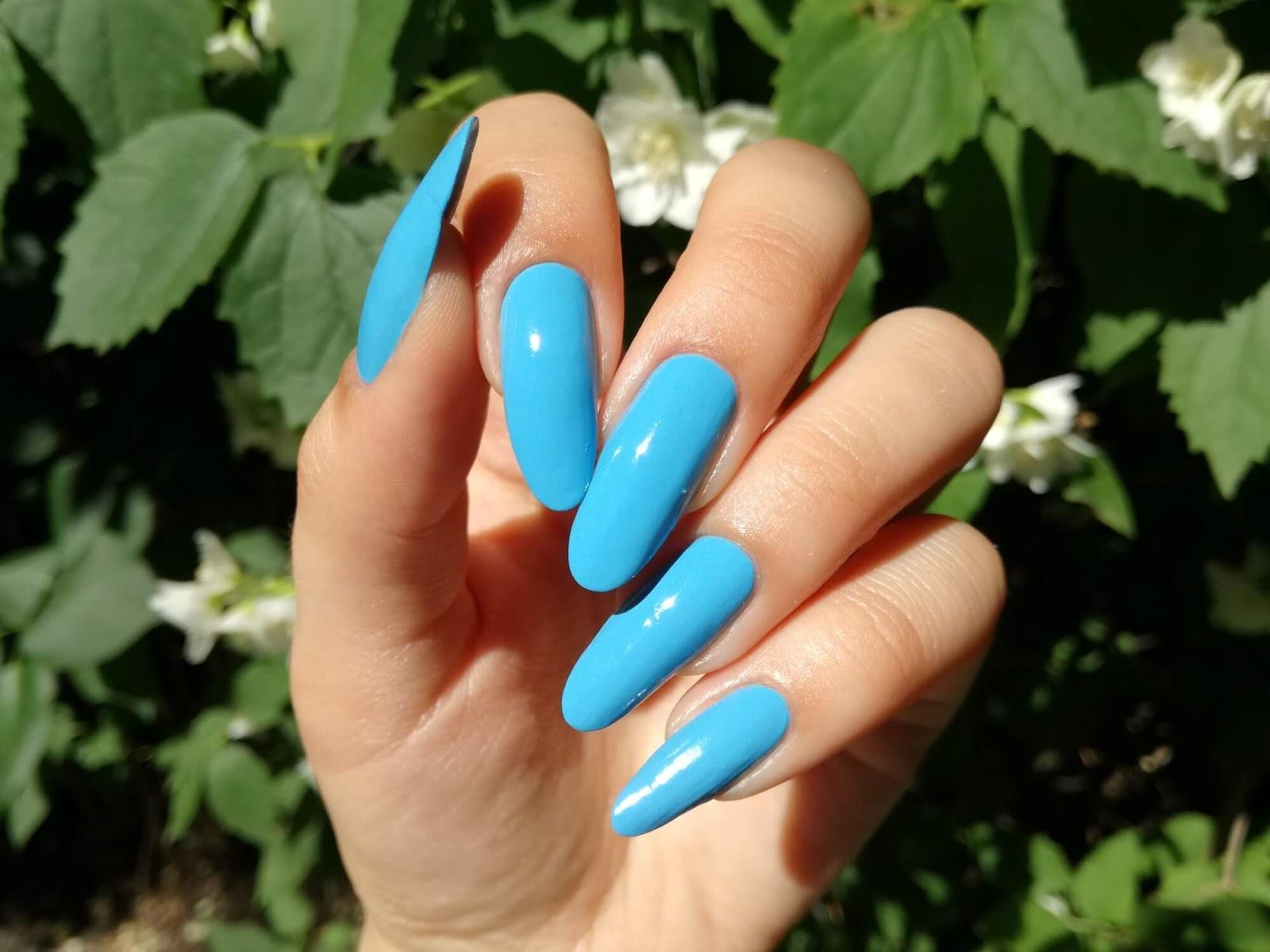 paznokcie w słońcu