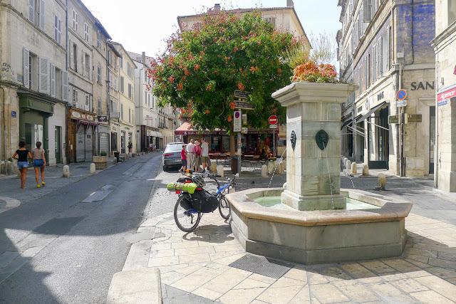 De Paris à Narbonne en vélo, Avignon