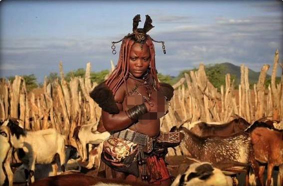 Foto Penduduk Suku asli Afrika yang paling misterius - liataja.com