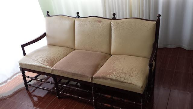 Sofá antigo detonado