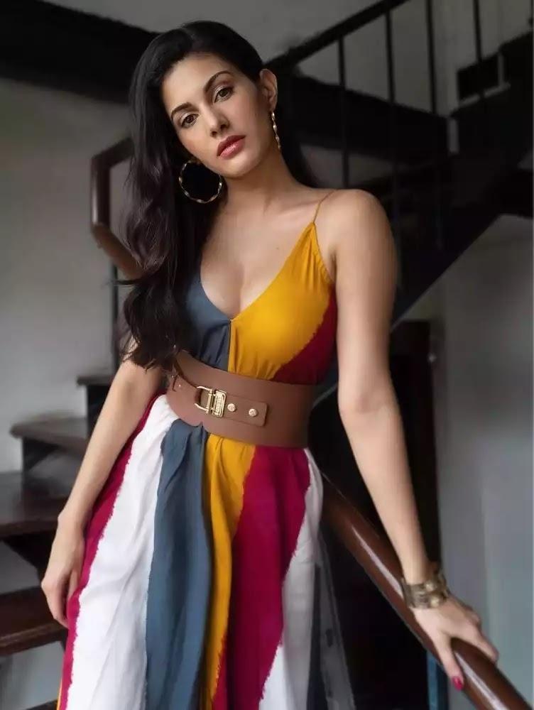 amyra-dastur-hot-looks-in-multicoloured-maxi-dress