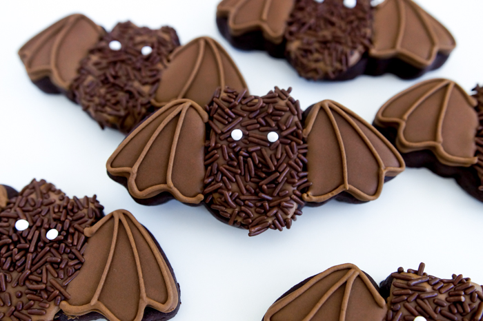 Cutest Hairy Bat Cookies : halloween cookie decorating tutorial from bakeat350.net