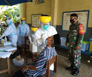 Dalam Rangka Menghadapi Ujian Sekolah, Babinsa Dampingi Test Swab Guru