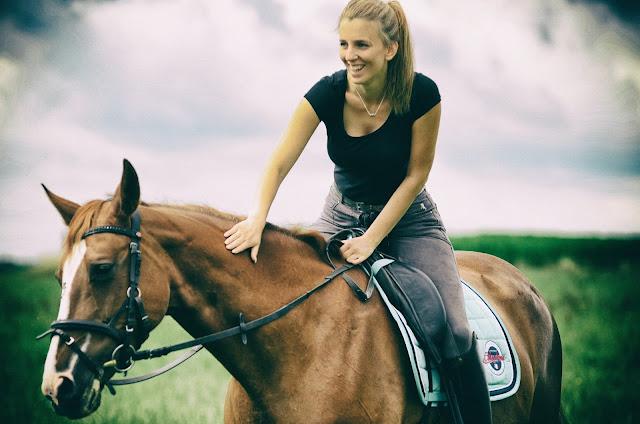 Woman on horse: Photo by Chris Neumann on Unsplash