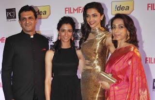 Deepika Padukone Bersama Keluarga (Ayah, Adik dan Ibunya)