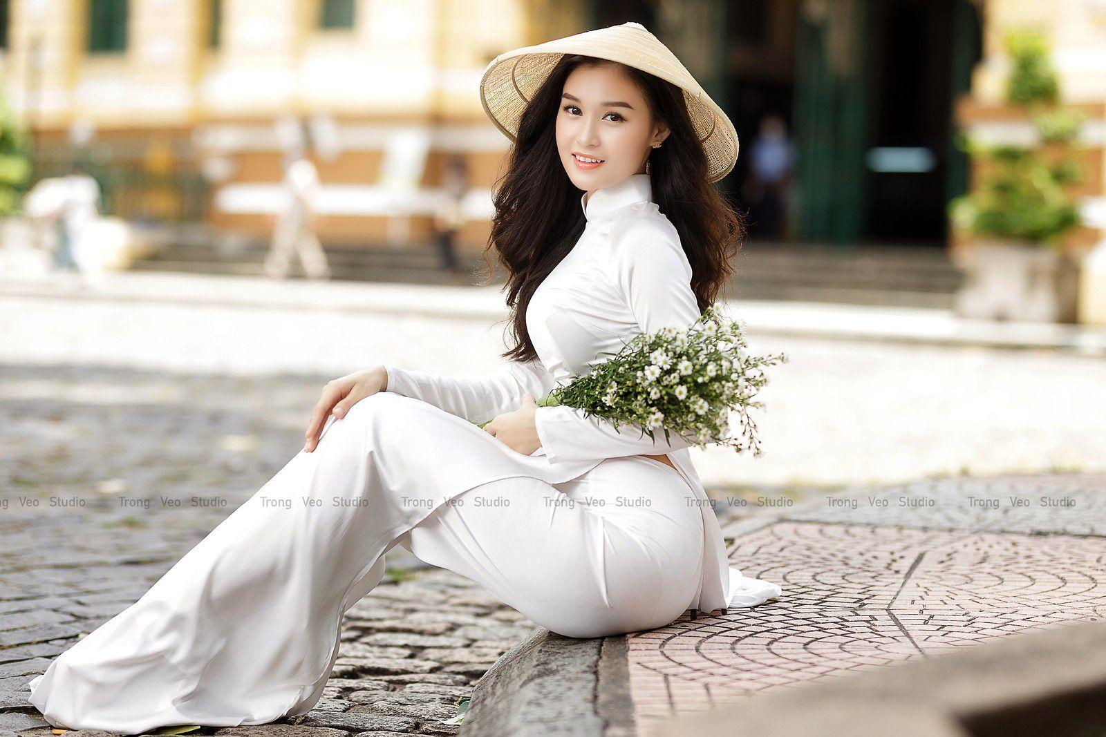 Ngắm bộ ảnh hoa khôi Phương Đoan đẹp hú hồn trong tà áo dài trắng thướt tha