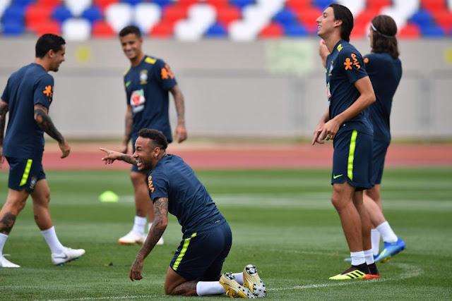 Neymar ăn vạ mua vui cho đồng đội 5