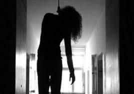 العثور على جثة سيدة مشنوقة داخل شقتها بالمنصورة