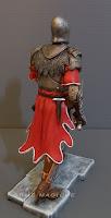 statuette storiche personaggi romanzi cavaliere con armatura elmo orme magiche