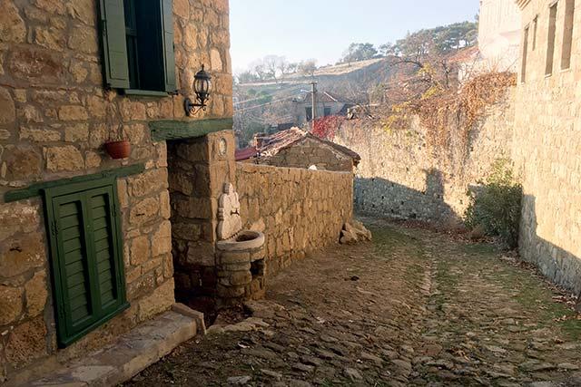 Türkiye'de sonbahar aylarında köy turu yapmak isteyenlere tatil önerileri: Adatepe Köyü