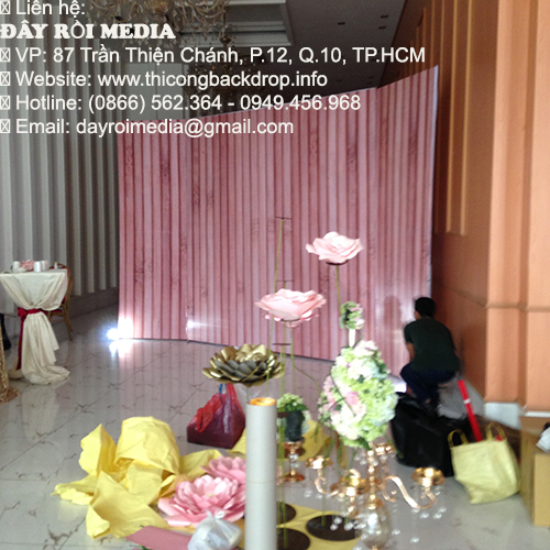 Hình ảnh thi công backdrop đám cưới