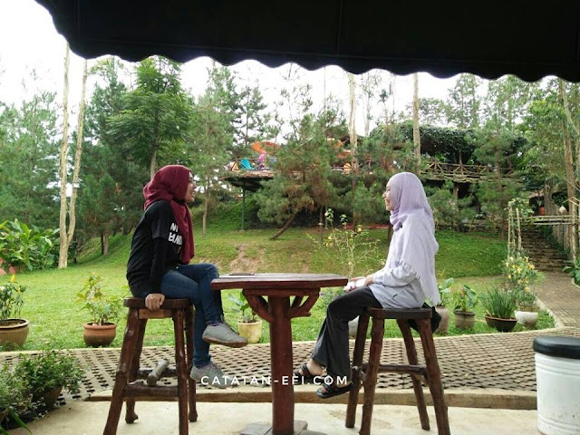 Camping Asik di The Lodge Maribaya