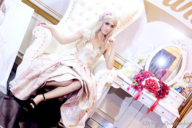 Party Gown || Photographer & Editing By : Wisnu Darmawan ( Klikmg ) Fotografer Purwokerto || Wardrobe By : Skygown
