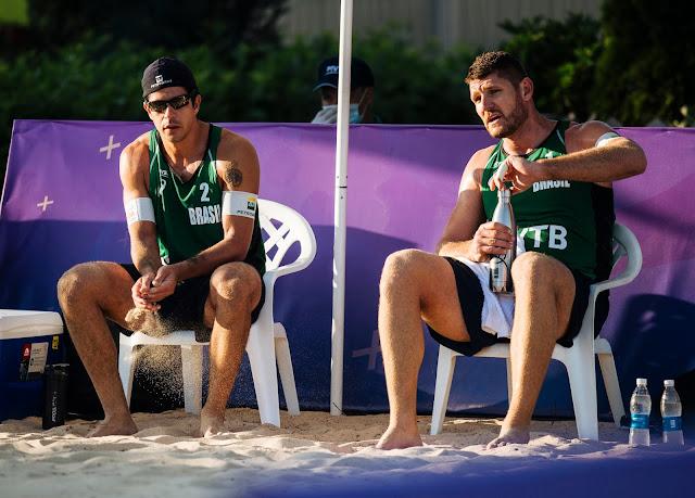 Alison e Álvaro Filho em partida pelo Circuito Mundial de Vôlei de Praia