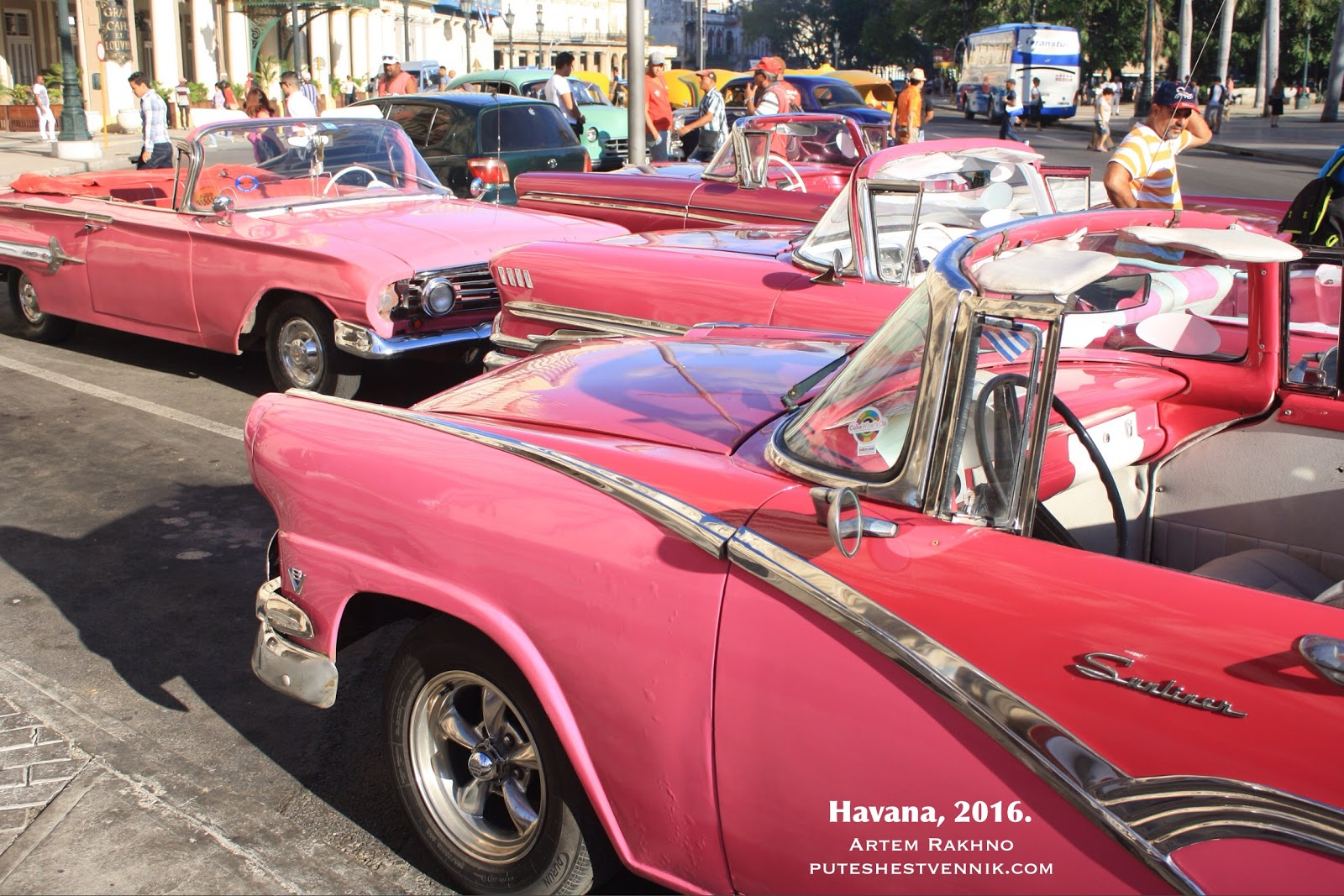 Розовые кабриолеты в Гаване
