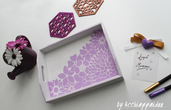 Vassoio di legno dipinto a mano