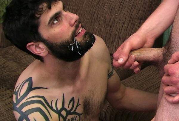 Бородатый мужик отсосал у другого бородатого мужика