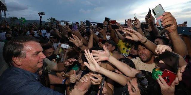 """Bolsonaro diz que governador que """"fechar seu Estado"""" bancará auxílio emergencial"""