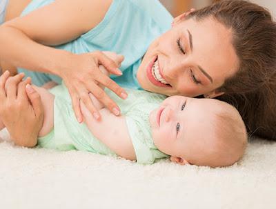 ما هي علامات الذكاء عند الطفل بعمر الشهرين؟