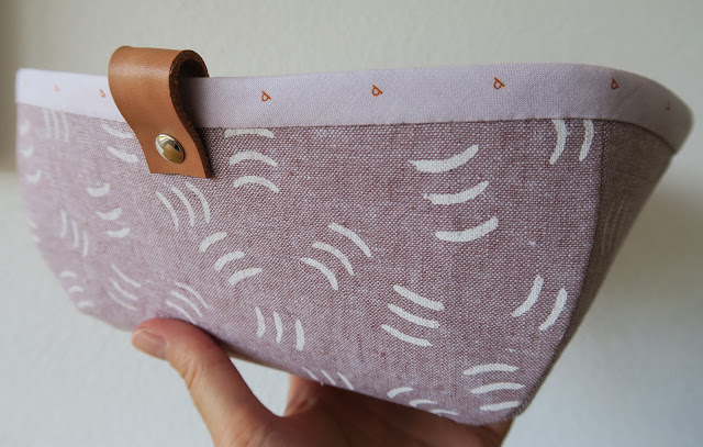 Luna Lovequilts - Tiny Treasures basket - close-up on leather tab