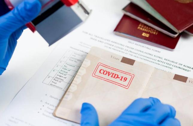 Cos'è il passaporto di immunità e perché se ne parla