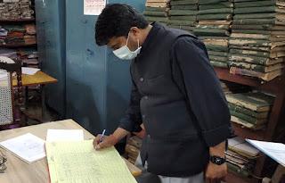 डीएम ने बीएसए कार्यालय का किया निरीक्षण  | #NayaSaberaNetwork