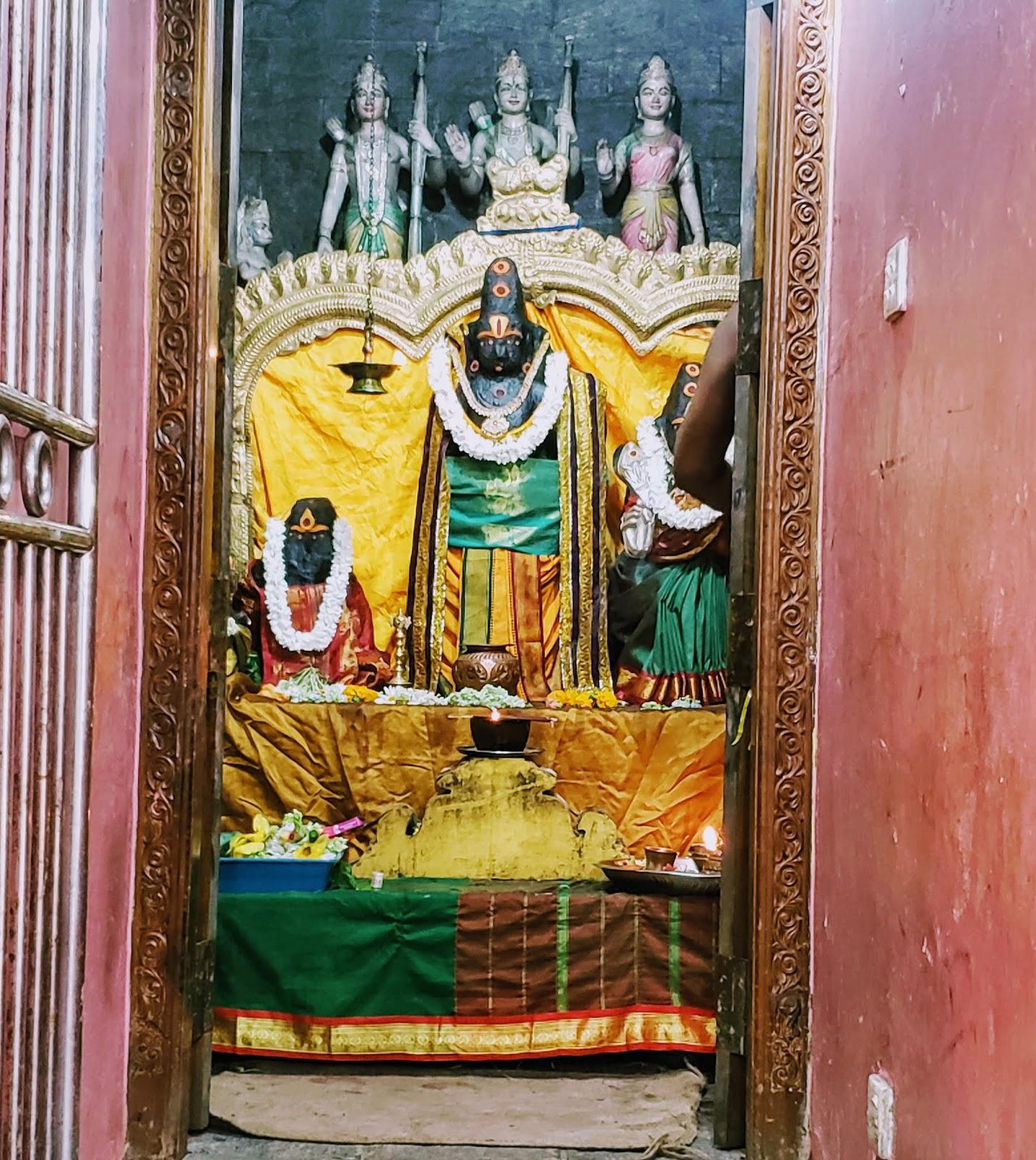 मंदिर में सीता माता की प्रतिमा