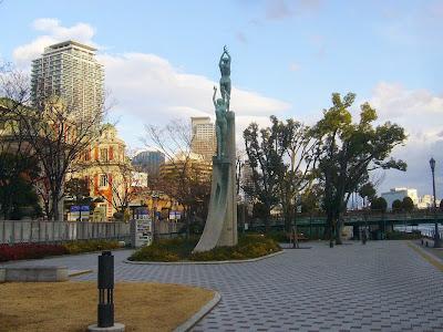 大阪市中之島公園の彫像・緑の賛歌